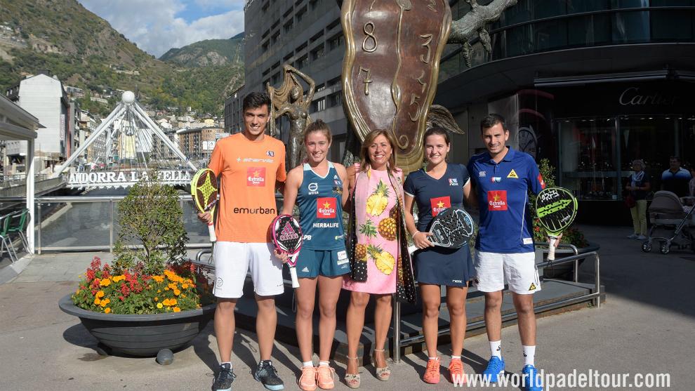Los jugadores WPT con la Cónsul Majó del Comú de Andorra La Vella,...
