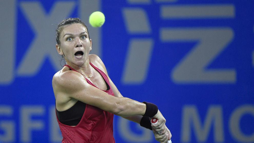 Simona Halep, en su partido de este martes en Wuhan contra Daria...
