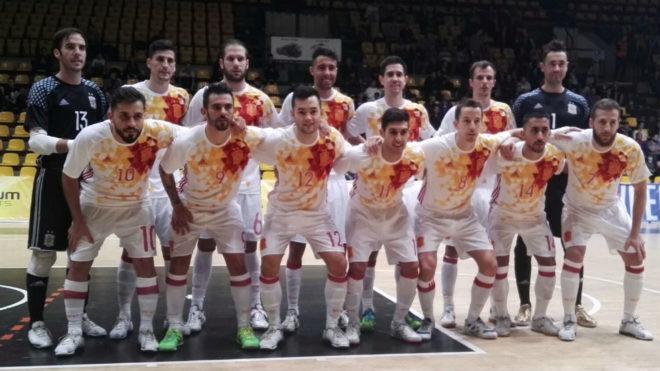 Formación de la selección española antes del encuentro frente a...