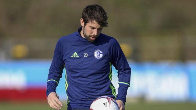 Coke durante un entrenamiento del Schalke.