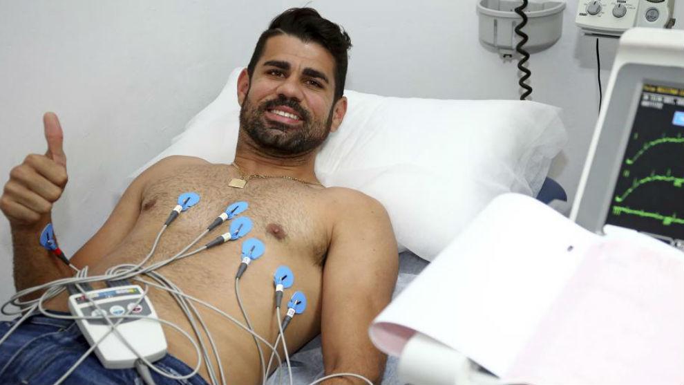Diego Costa, durante su reconocimiento médico.