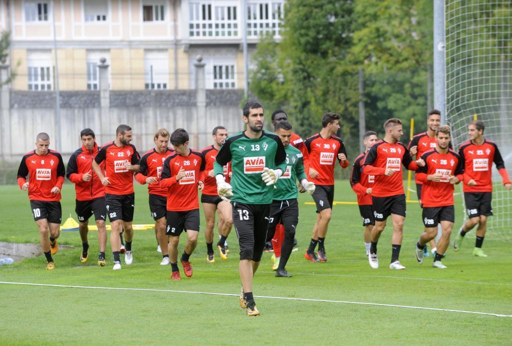 La plantilla del Eibar durante una sesión de entrenamiento