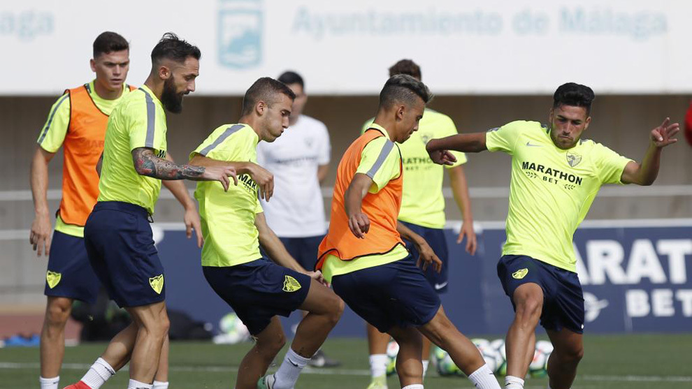 Varios futbolistas del Málaga durante una sesión de entrenamiento
