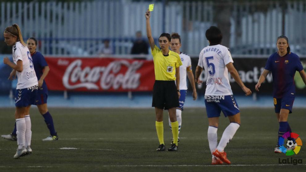 Elena Contreras durante el partido Zaragoza CFF-Barcelona.