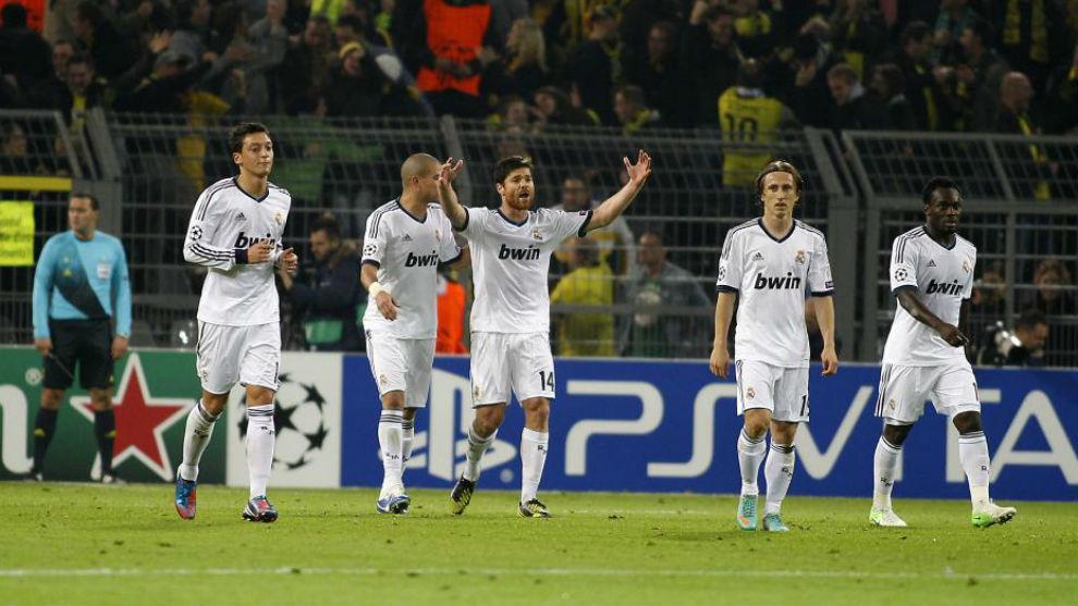 Ozil, Pepe, Xabi Alonso, Modric y Essien en Dortmund en 2012