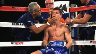 Luke Campbell en su esquina en el combate ante el venezolano Jorge...