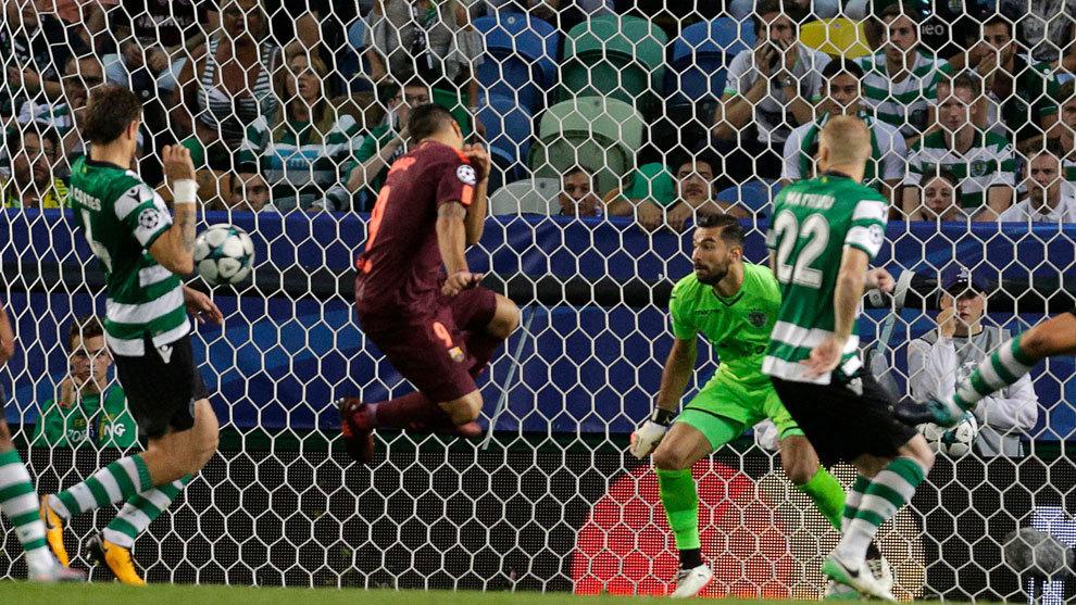 Luis Suárez se aleja del gol