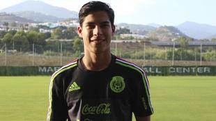 Lainez posa para MARCA en las instalaciones del Marbella Football...