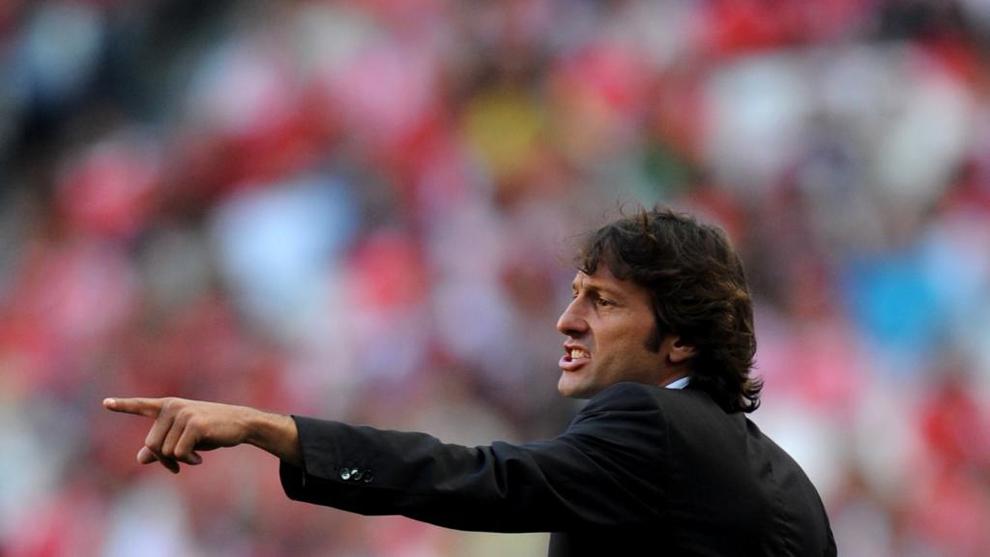 Leonardo (48) entregando indicaciones cuando era entrenador del Milan