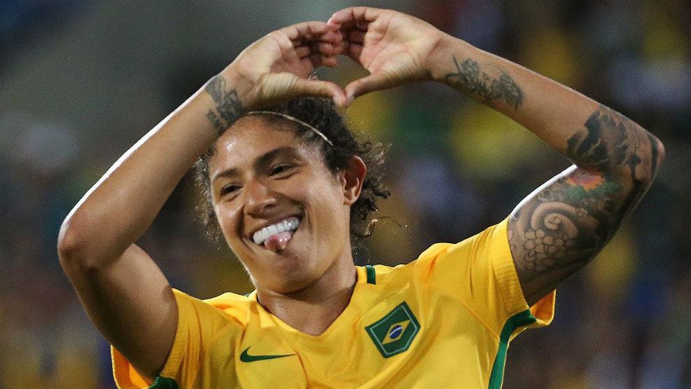Cristiane Rozeira de Souza celebra un gol con la selección...