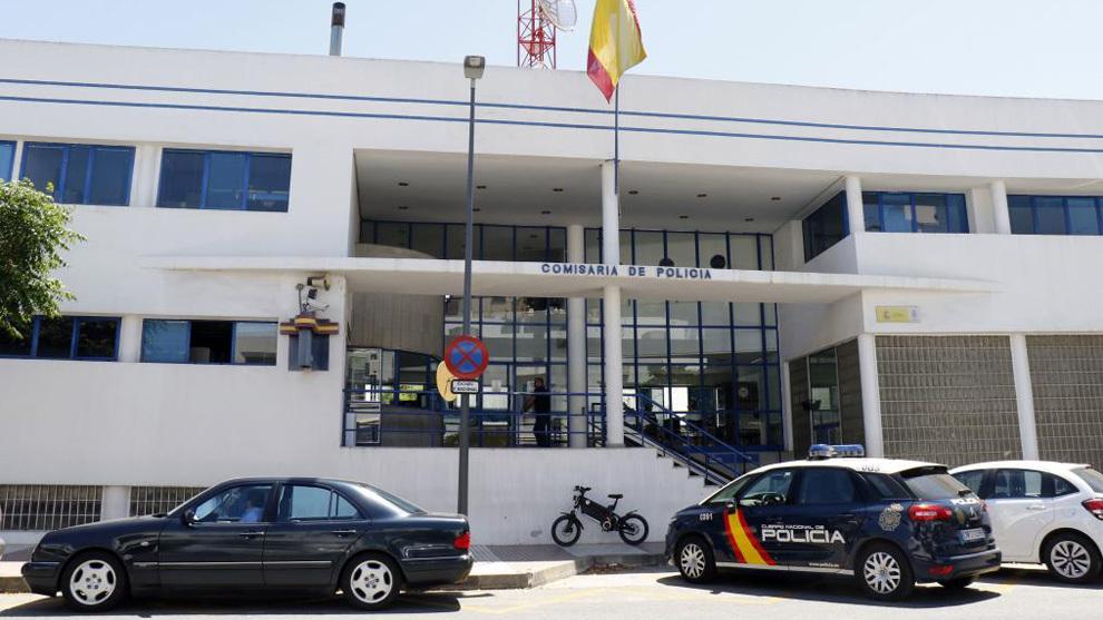 Fachada de la comisaría de policiía de Marbella