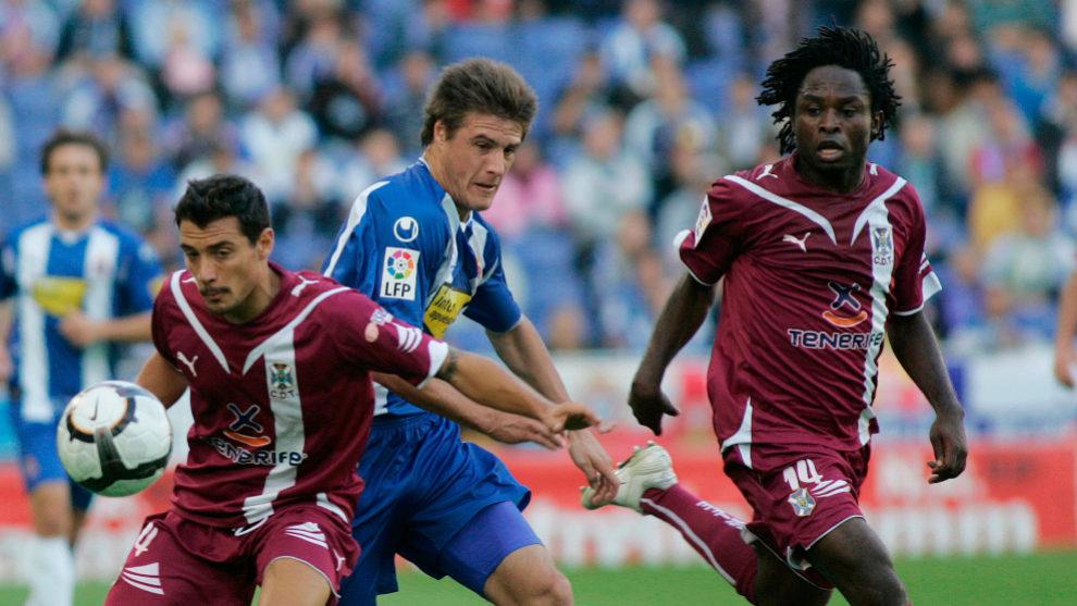 Alfaro, Pillud y Kome, durante un lance del partido de la 09/10