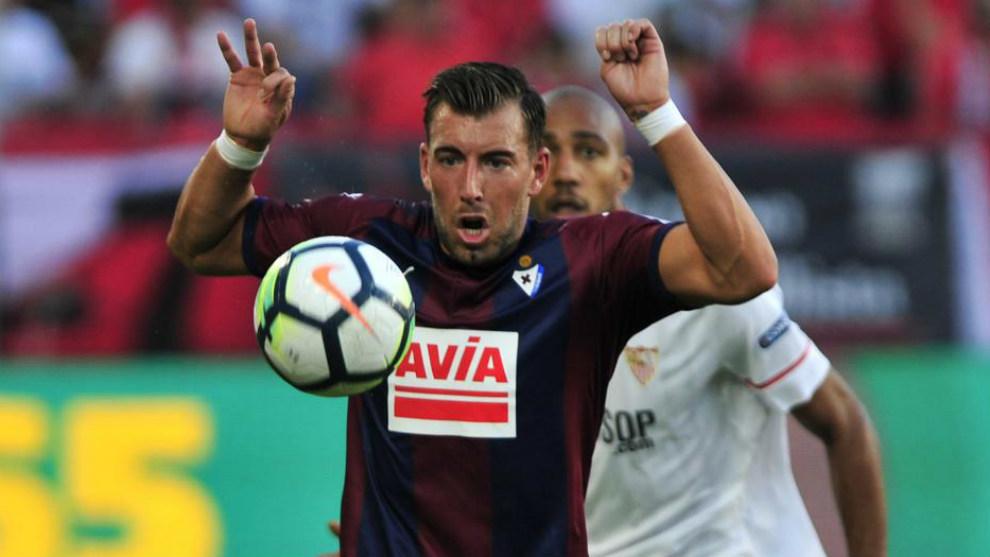 Enrich, en el partido con el Sevilla