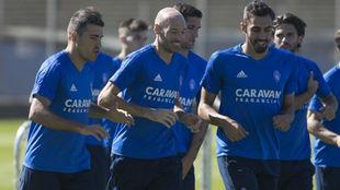 Zapater, Toquero y Borja corren en un entrenamiento.