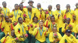 Camerún, con Lauren el tercero por la derecha en la fila superior,...