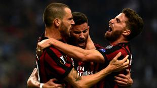 Bonucci, Musacchio y Borini celebrando un gol