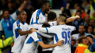 Los futbolistas del Apollon celebran el tanto del empate ante el...