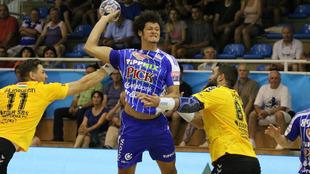 El brasileño Thiagus Petrus durante un partido de la liga húngara
