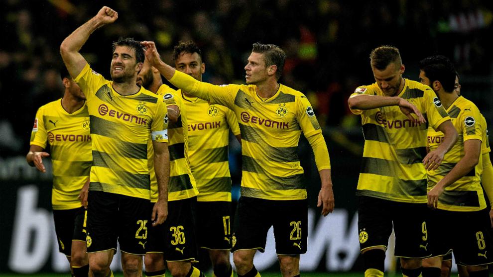 Los jugadores del Borussia Dortmund festejan un gol