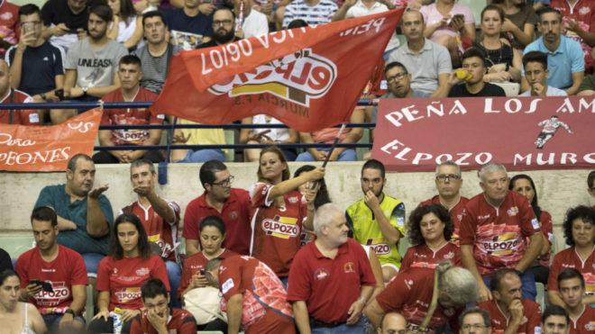 Aficionados de ElPozo, durante la pasada Supercopa.