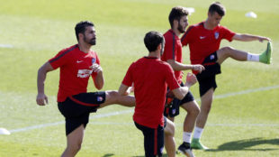 Diego Costa se ejercita con sus compa�eros.