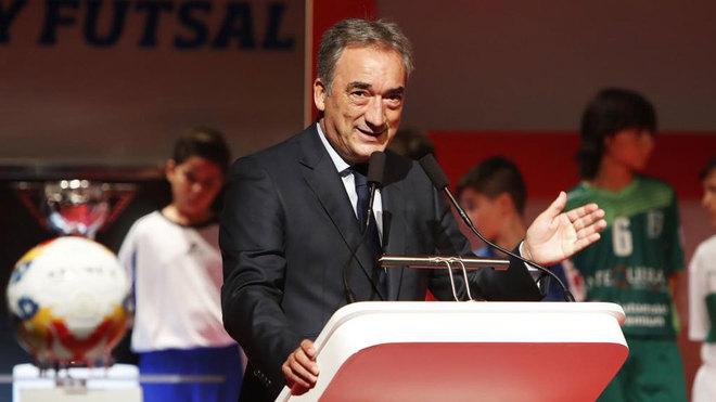 Javier Lozano durante la presentación de LNFS.