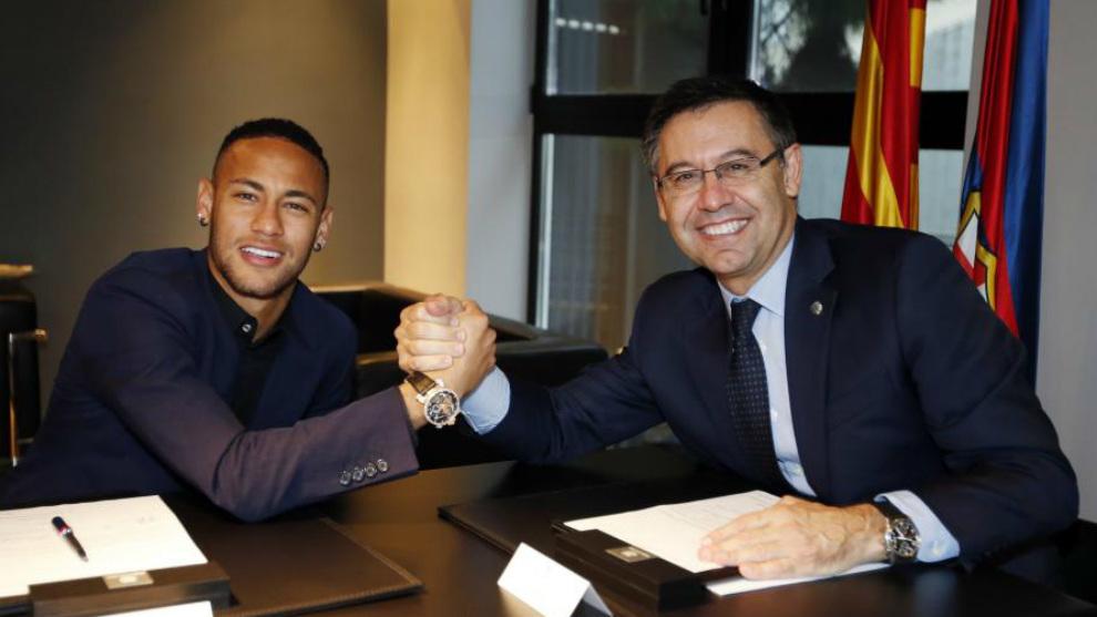 Neymar y Bartomeu sellan la última renovación.