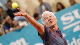 McEnroe, en el momento del saque