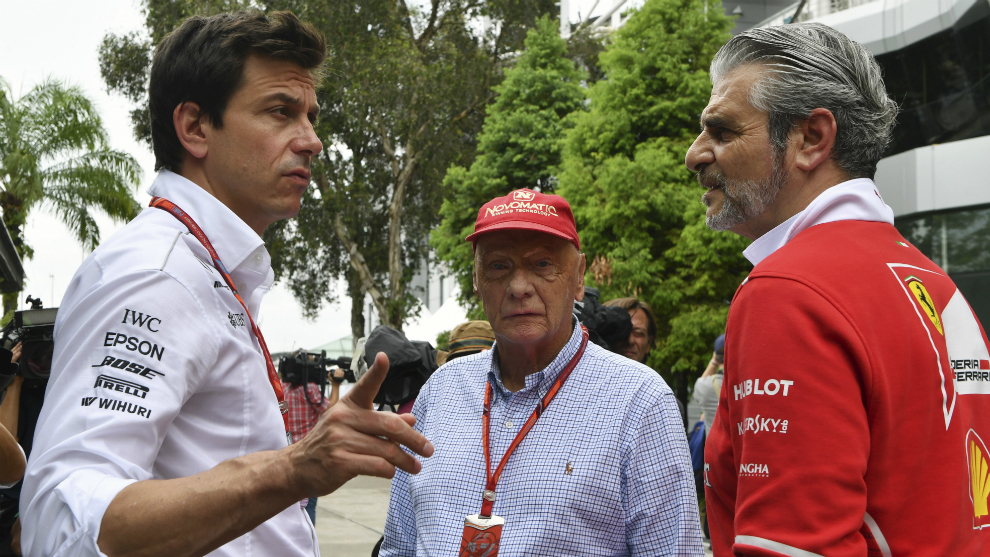 Wolff, Lauda y Arrivabene, antes de ir a la reunión.