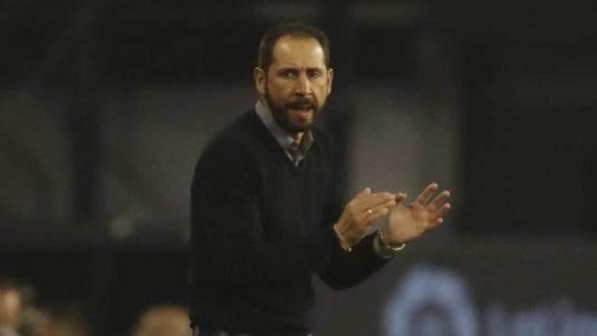 Machín anima a sus jugadores en el encuentro contra el Celta.