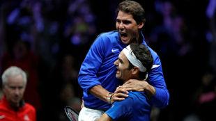 Nadal se abraza a Federer