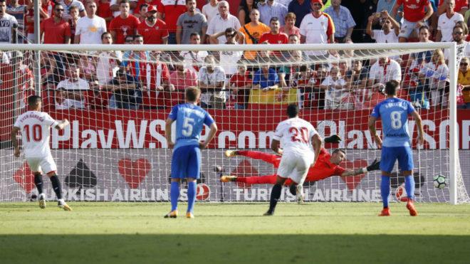 Banega hace el primero de penalti.