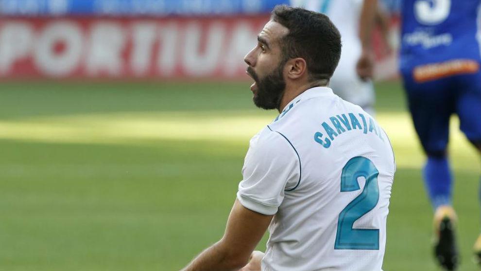 Carvajal se queja durante el partido ante el Alavés