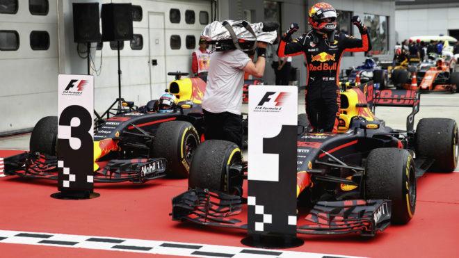 Verstappen celebra su triunfo en Sepang.