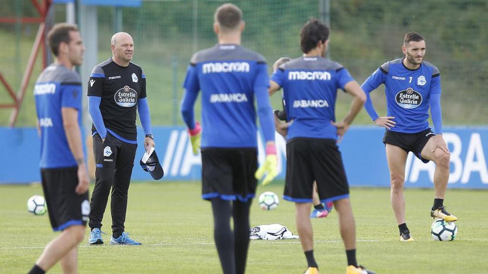 Pepe Mel dirige una sesión de entrenamiento del Deportivo