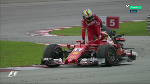Vettel, momentos después de terminar la carrera y chocar con Lance...