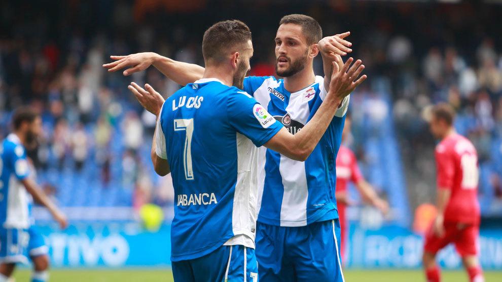 Lucas Pérez y Andone celebran un gol