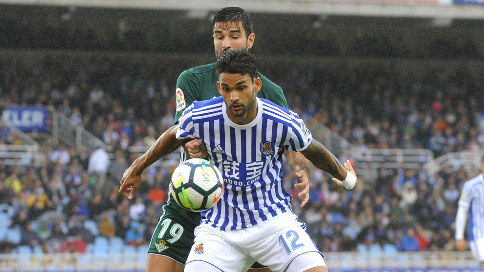 William José, con la camiseta de la Real Sociedad, en el partido ante...