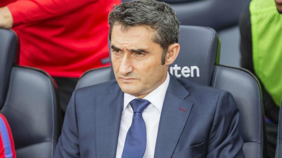 Ernesto Valverde, en el banquillo del Camp Nou.