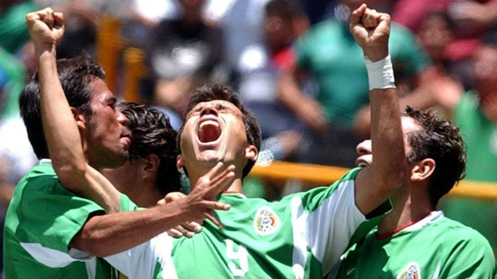 Borguetti celebra un gol con la selección mexicana.