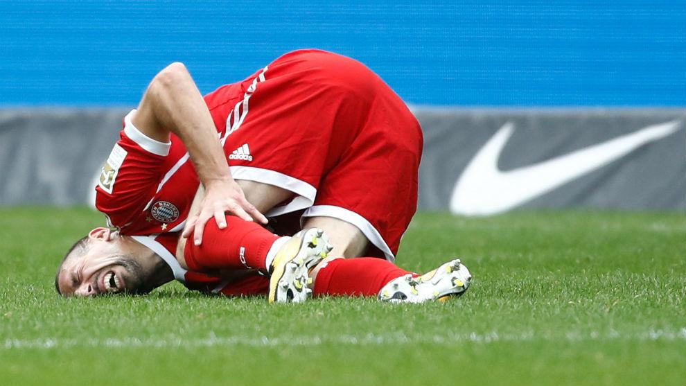 Ribéry se duele de la rodilla tras caer lesionado ante el Hertha.