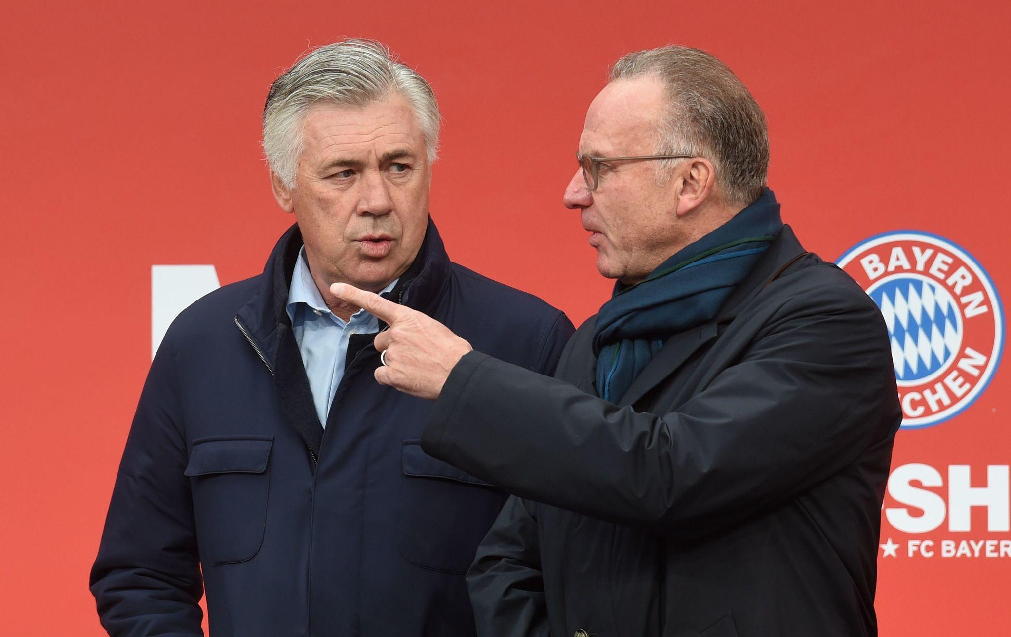 Ancelotti, junto a Karl-Heinz Rummenigge.
