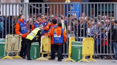 Los aficionados se agolpan en las puertas del Camp Nou