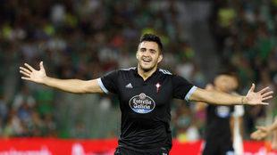 Maxi Gómez celebra un gol ante el Betis.