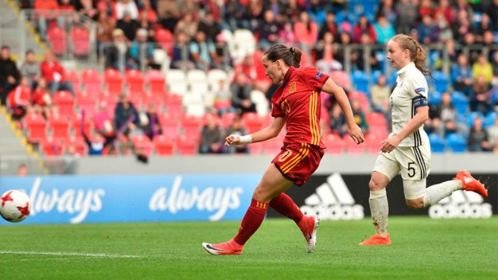 Claudia Pina durante un lance del partido.