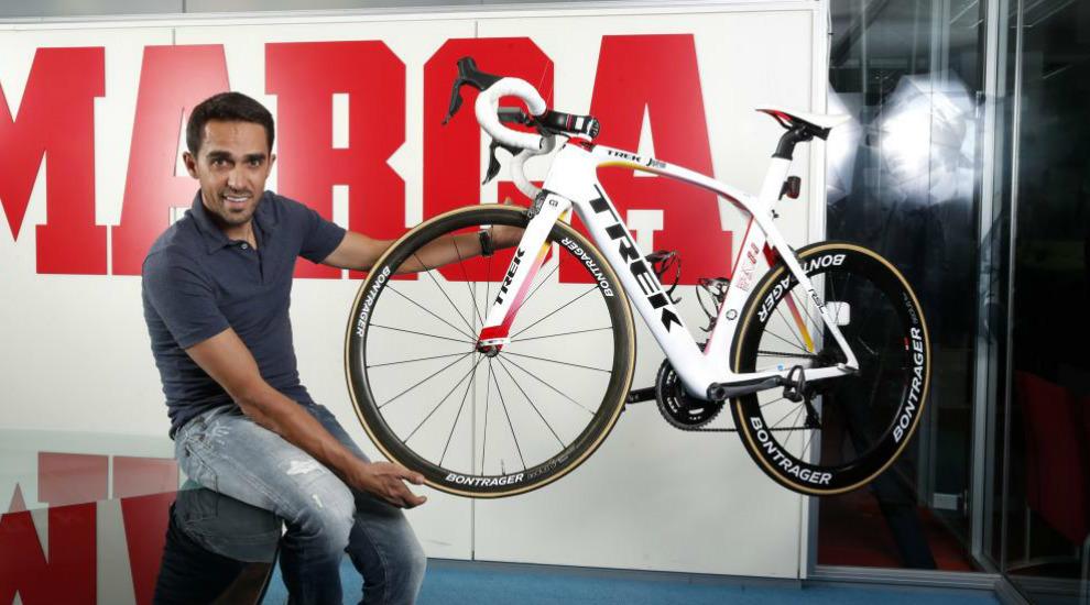 Alberto Contador posa en la redacción de MARCA