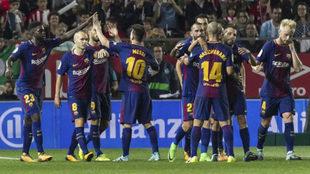 Los jugadores del Barcelona celebra un tanto ante el Girona.