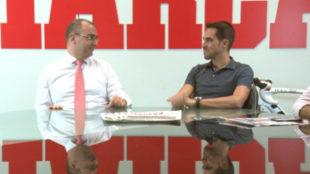 El director de MARCA, Juan Ignacio Gallardo, con Alberto Contador en...