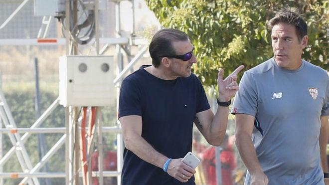 Óscar Arias y Berizzo llegan al entrenamiento.