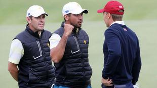 Louis Oosthuizen y Jason Day, integrantes del equipo Internacional,...